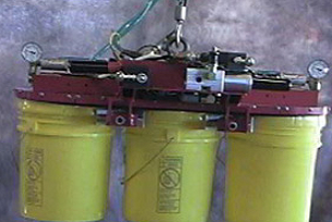 bucket lifting with a vacuum tool
